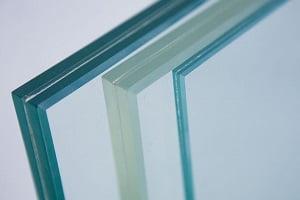 مزایای استفاده از شیشه لمینت : شیشه لمینت یک انتخاب بسیار مناسب برای ساختمان می باشد. در زیر به برخی از مزایای استفاده از شیشه لمینت اشاره شده است.